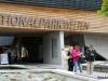 23-izletniki-zadovoljni-zapuscajo-muzej